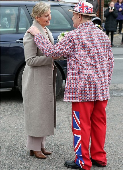 The Countess wore Suzannah Brodie wool long coat, Chloe peach blouse and lilac-coloured trousers, Hermes necklace