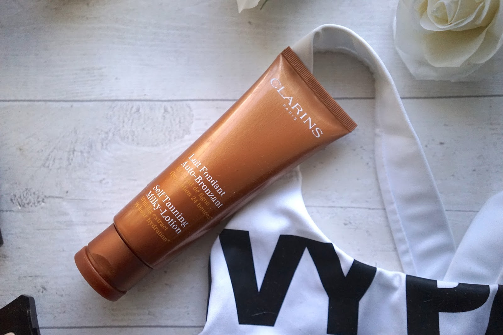 self-tanning milky lotion clarins