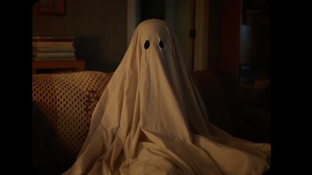 C. (Casey Affleck) dans A Ghost Story