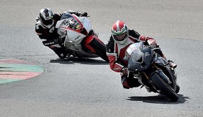 Motos tumbando en circuito