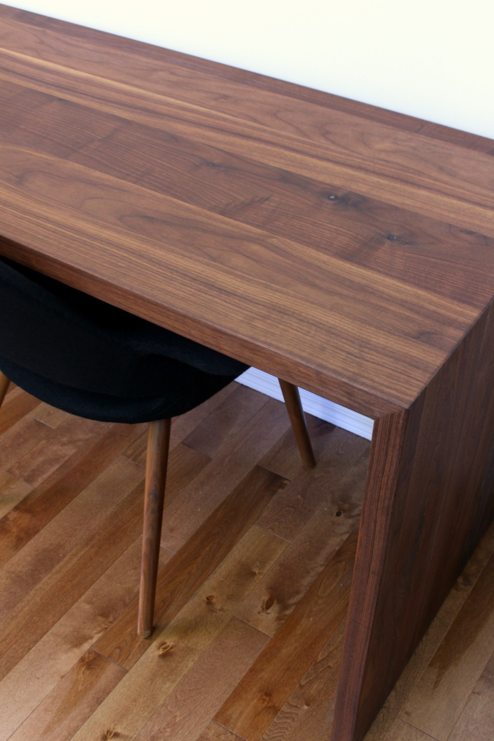 DIY Solid Walnut Waterfall Desk for Two | Dans le Lakehouse