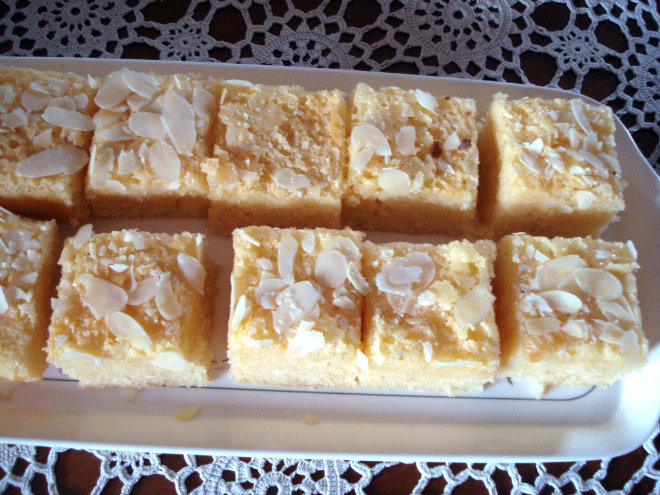 Turkish squares by Laka kuharica: Cut the cake into squares