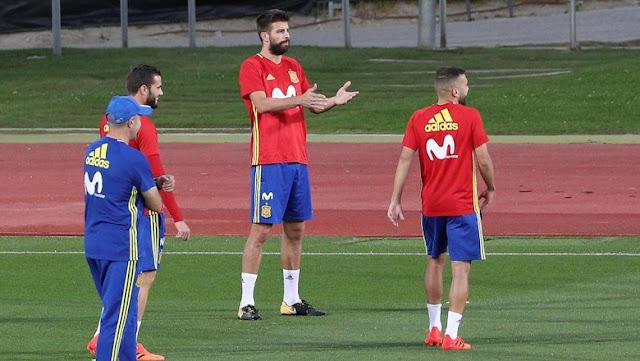 Latihan bersama Timnas Spanyol, Pique Disoraki