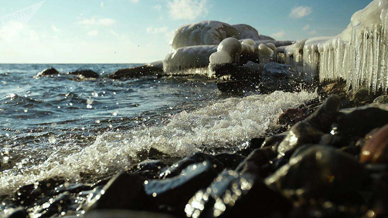 Investigadores rusos estudian las profundidades del misterioso Lago Baikal