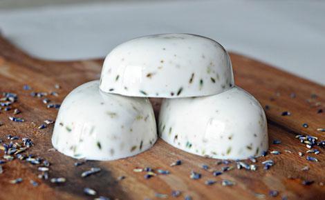 DIY: xà phòng hương lavender cực dễ làm