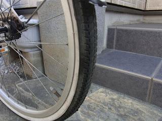 後タイヤ年数から考えればタイヤも替えた方がイイのは確かですが、今回はそのまま使おうと思います。