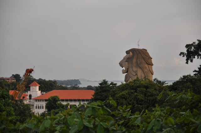 10 Singapore Fun Activities - Merlion Statue at Sentosa
