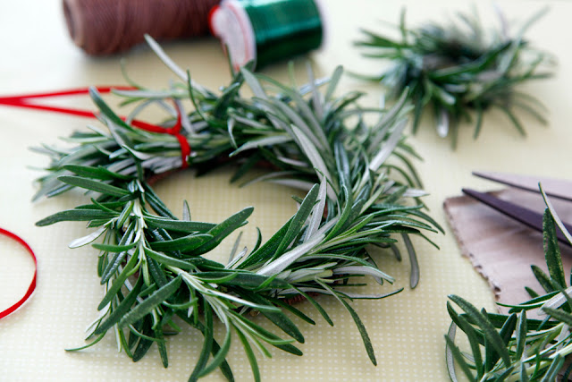 http://creativityunmasked.blogspot.co.nz/2016/04/diy-rosemary-wreaths-and-mini-wreaths.html
