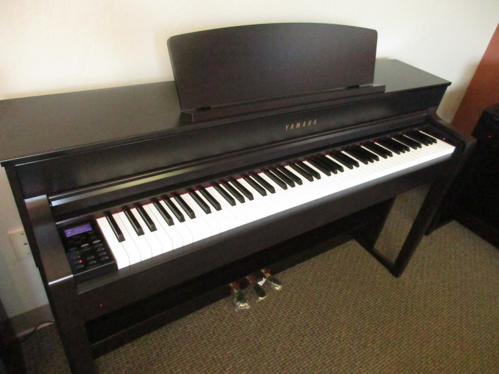az piano reviews review yamaha clp535 clp545 clp575 clp585 clp565gp. Black Bedroom Furniture Sets. Home Design Ideas