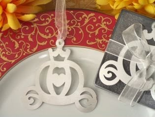 Do you love books? Check out these wedding favor ideas for book lovers from www.abrideonabudget.com.