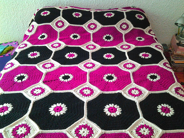 Crochet Octagons Blanket + Free Pattern + Video Tutorial
