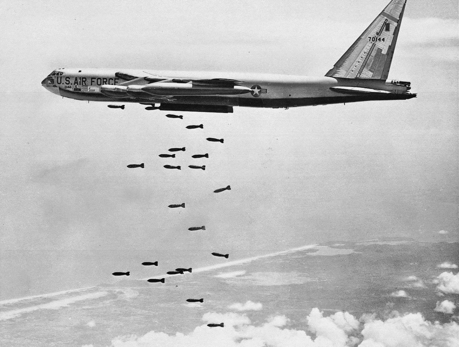 Bombflyg intensifierar attacker