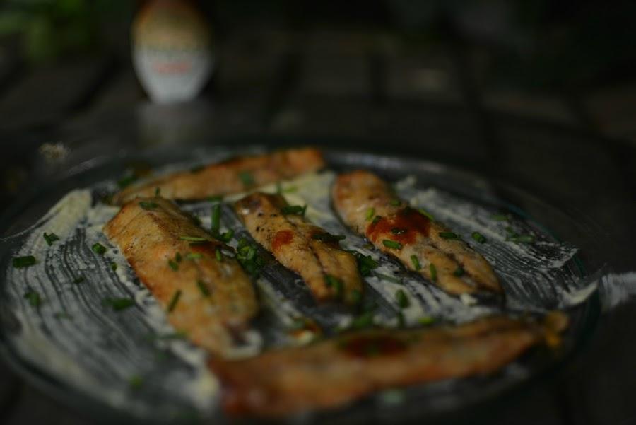 receta lomos de sardinas ahumada en cama de hummus y toque de salsa Tabasco Chipotle 05