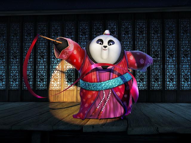 Mei Mei, o femelă panda tânăra, ce este fascinată de dansul cu panglică