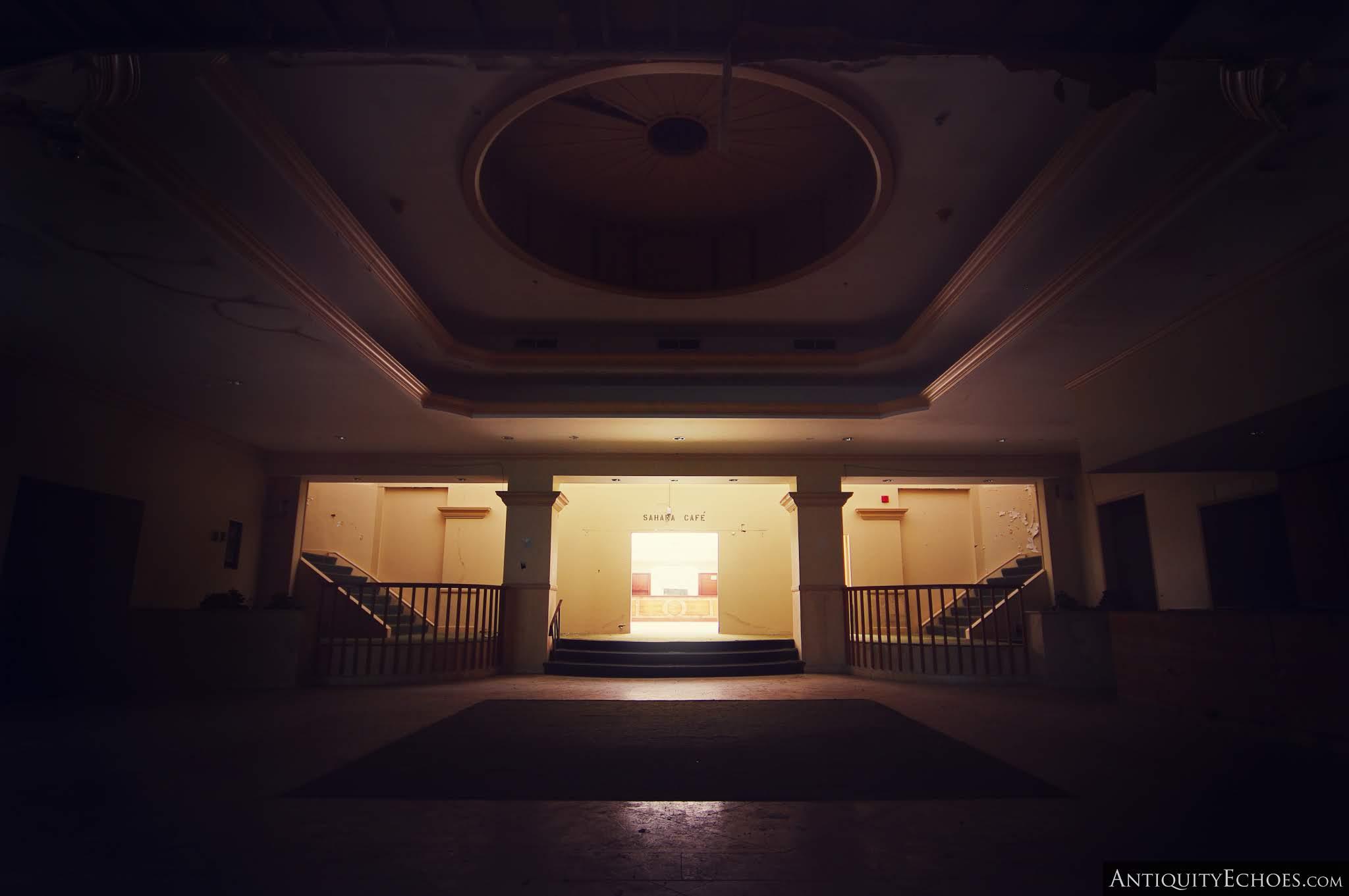 Nevele Grande - A Dark Lobby