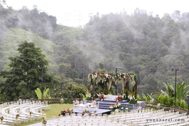 serene foggy outdoor wedding