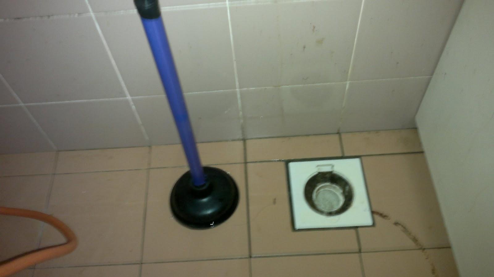 Oleh Sebab Takungan Air Itu Maka Aku Terpaksa Membasuh Lantai Dapur Yang Kukira Melekit
