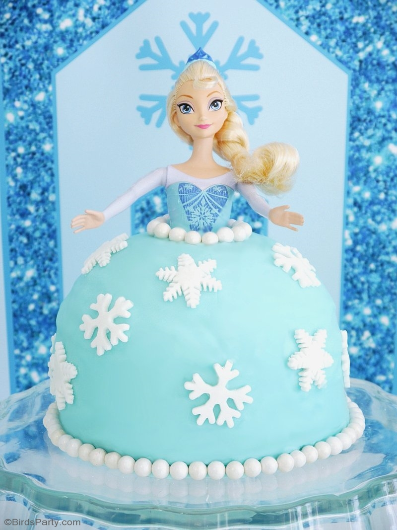 How to Make a Frozen Princess Elsa Doll Cake - learn to make and decorate this easy cake for your child's Frozen birthday party! | BirdsParty.com