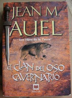 Portada del libro El clan del oso cavernario, de Jean M. Auel