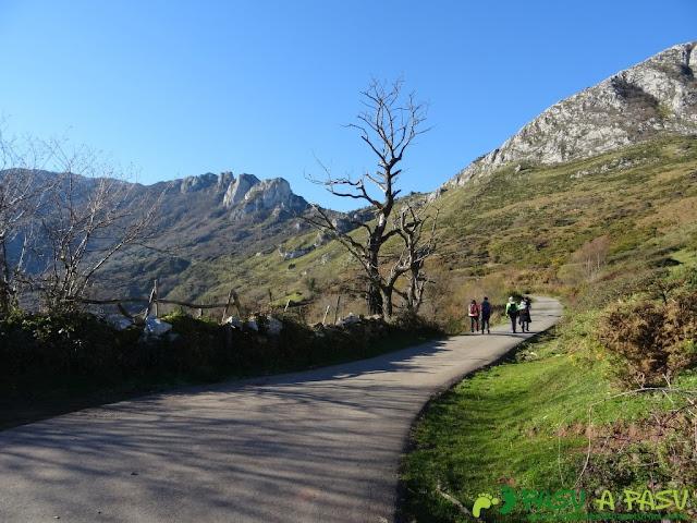 Camino a Bobies y la Mostayal desde La Vara