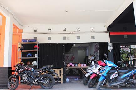 tempat parkir kantor Bajuyuli
