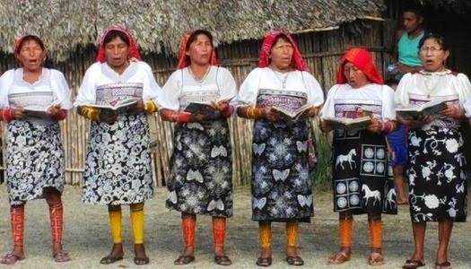 Comunidad Kuna de Panamá recibe Biblias