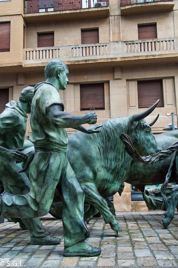 Estatua del encierro. 7 de Julio es San Fermin