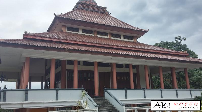 Destinasi%2BWisata%2BTerbaik%2Bdi%2BKota%2BSemarang%2BPagoda%2BBuddhagaya%2BWatugong Destinasi Wisata Terbaik di Kota Semarang Yang Wajib Dikunjungi 2