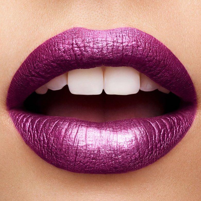 2Cream-Lip-Stain-Liquid-Lipstick-Metal-105-cosmic-purple-swatch