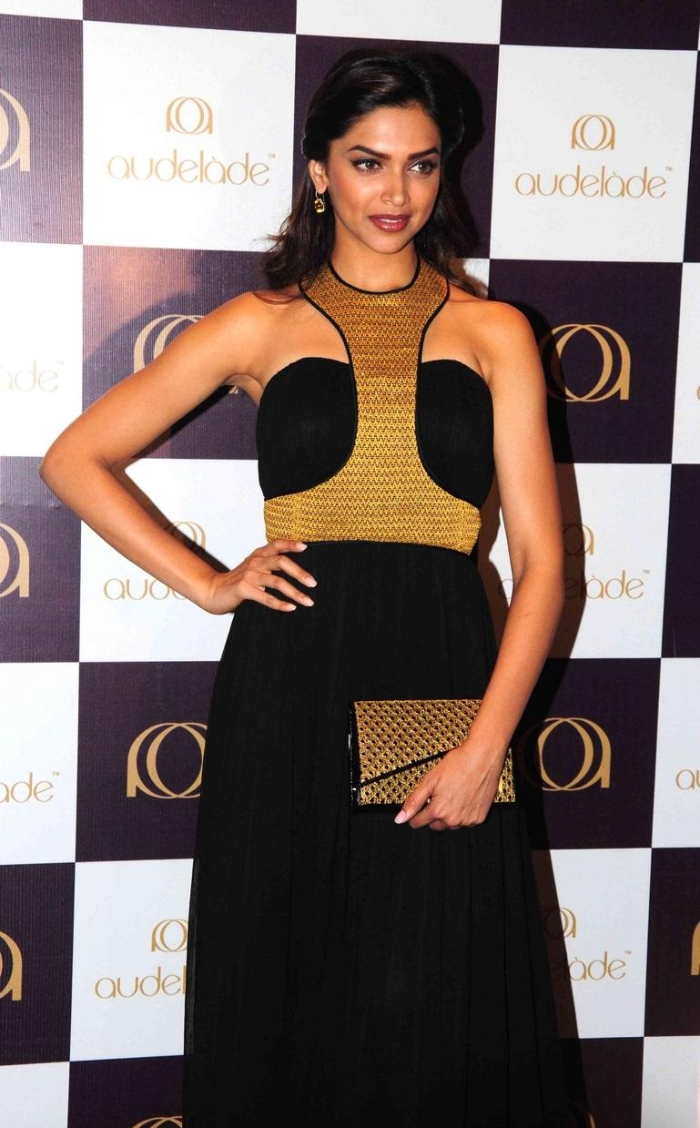 Deepika Padukone Hot Smiling Face Stills In Black Dress At Jewelery Launch