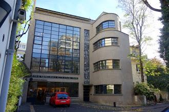 Paris : Maison du maître-verrier Louis Barillet signée par l'architecte Robert Mallet-Stevens - Square Vergennes - XVème