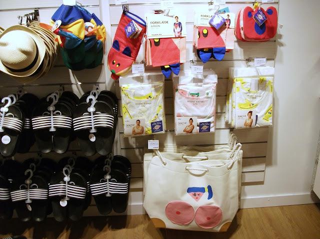 Tiger stores, shopping in Naples, Tiger Napoli, Stazione Centrale, Naples, Danish style,home furniture, gadgets, Misaki Kawai