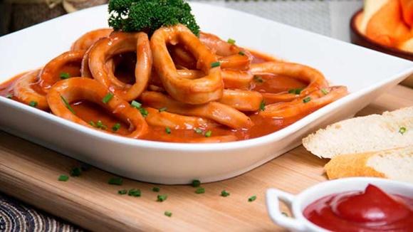Calamares En Salsa Brava