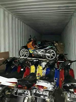 1 kontainer penuh Suzuki Satria 2 tak di ekspor ke Thailand.