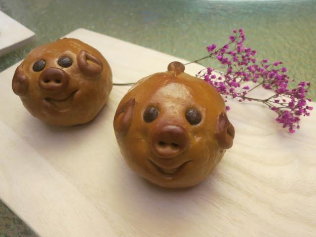 Baked Piglet Mooncake