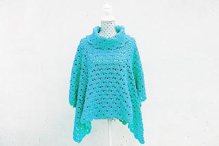 Imagen del poncho azul crochet