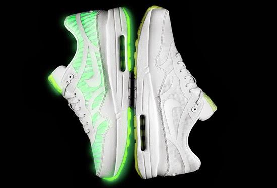 promo code f7fd2 19f2d Nike Air Max  90 CMFT Premium Tape