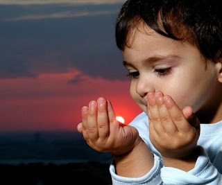 anak sholeh berdoa