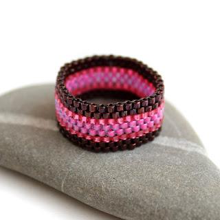 современные модели колец купить цветное кольцо из бисера бижутерия
