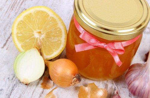 Pourquoi est-il efficace d'utiliser ce traitement à l'oignon et au miel?
