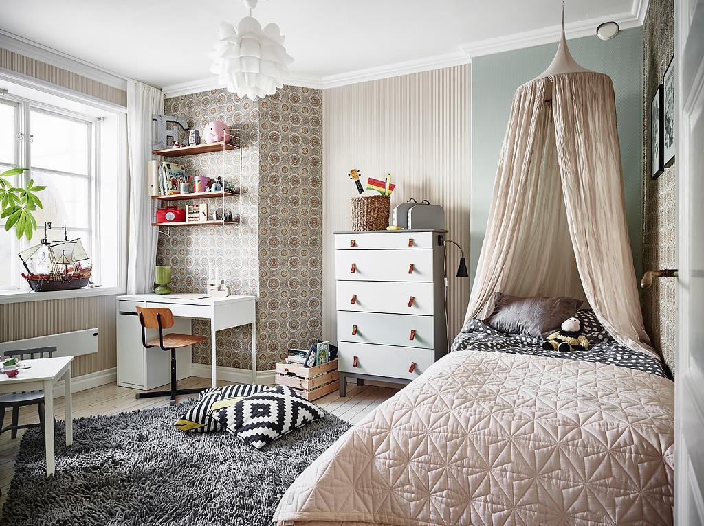 ornamental wallpaper, kids room decor, nursery design, string shelf, ikea lamp