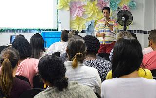 Secretária de Educação, Eveline Cardoso, fica satisfeita com o interesse dos professores em participar da capacitação