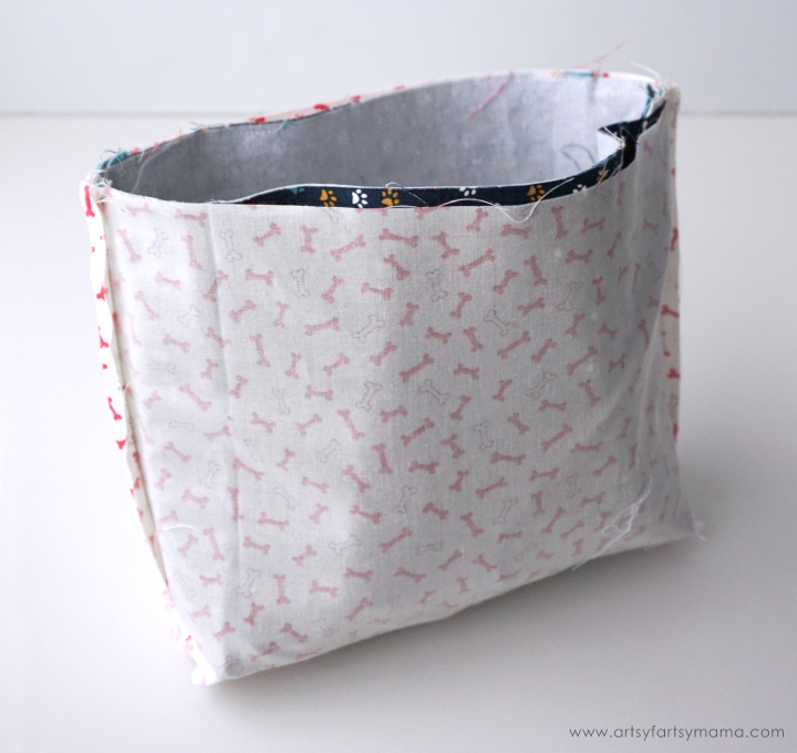 Make a Mini Messenger Bag with FREE pattern using Therm O Web and Moda fabrics!