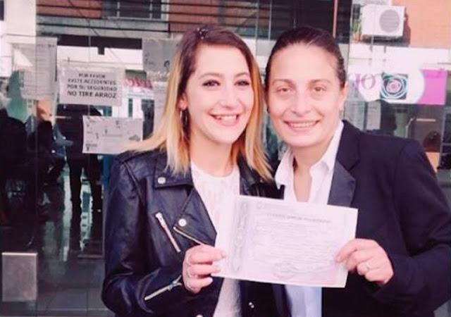 Por besar a su novia, una mujer es arrastrada y detenida en el metro de Buenos Aires (VIDEO)