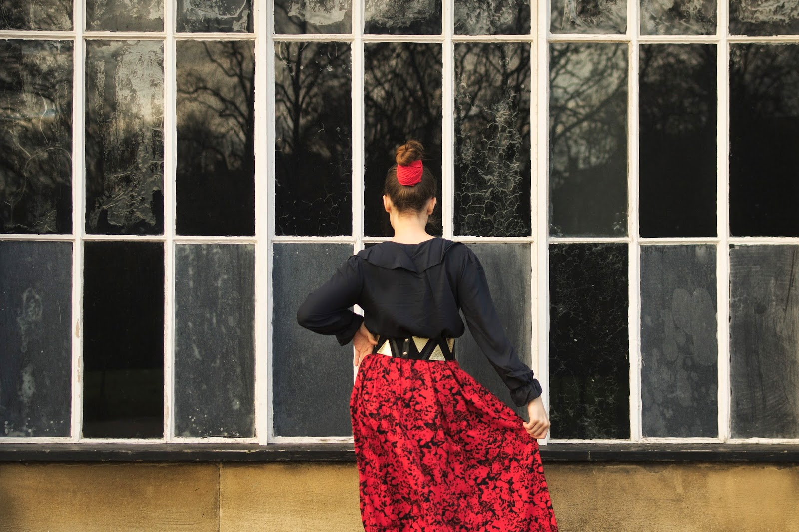 Sun and red vintage skirt.