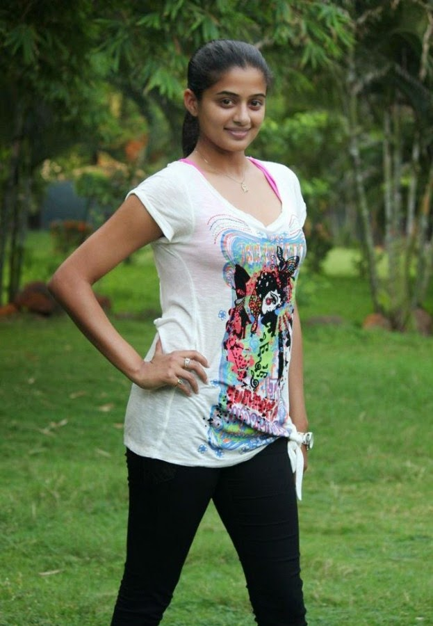 Priyamani Cute Photos In T Shirt  Cute Marathi Actresses -6901