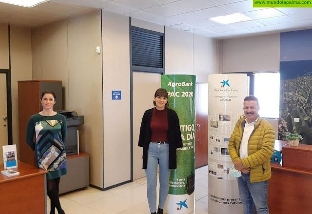 Los Servicios Sociales de Fuencaliente reciben la donación de 2.000 euros por parte de la Obra Social de La Caixa