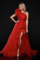 Rochie Ana Radu rosie de seara pe umar cu tul