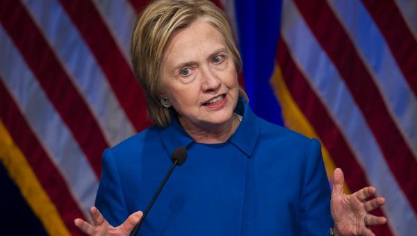 """Hillary Clinton atribuye su derrota a un """"ciberataque ruso"""""""