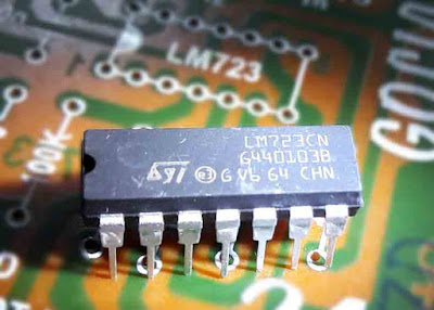 LM723 IC